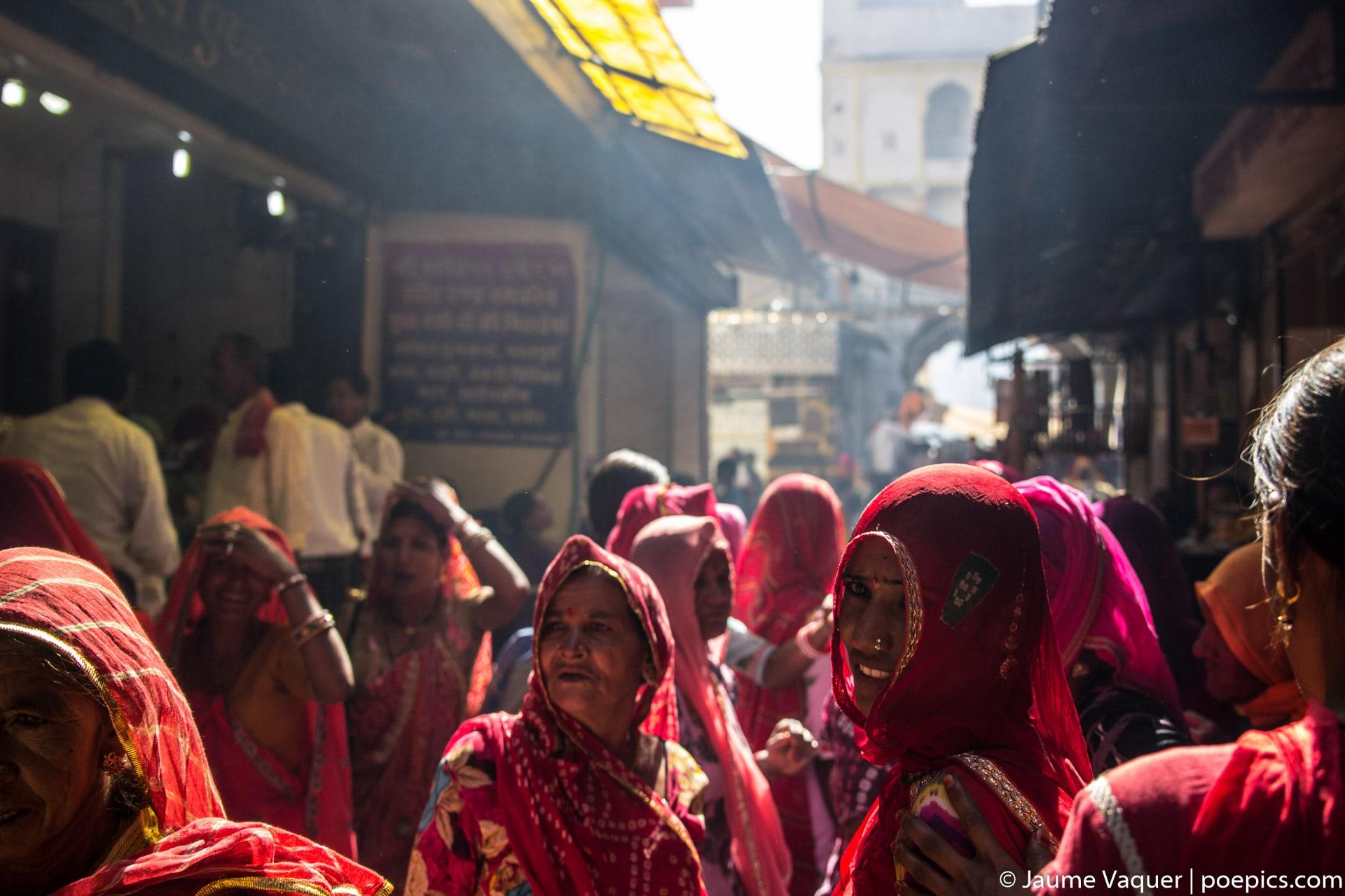 Mujeres con vestido típico India en Pushkar