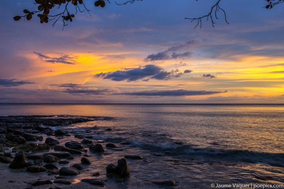 Atardecer desde una playa de Koh Kood
